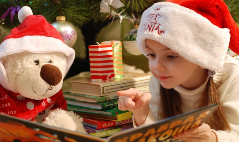 Frugal Ways to Celebrate Christmas with Your Child